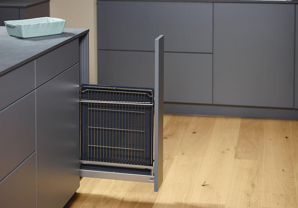 Bild zeigt modernen Küchenauszug für Backbleche & Co.