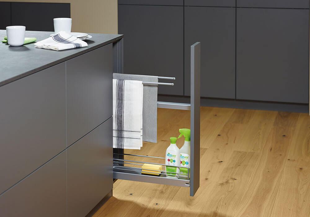 Bild zeigt modernen Küchenauszug für Putzzeug