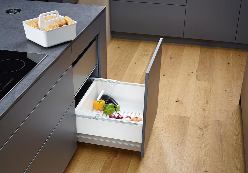 Bild zeigt modernen Küchenauszug mit Gemüsefach