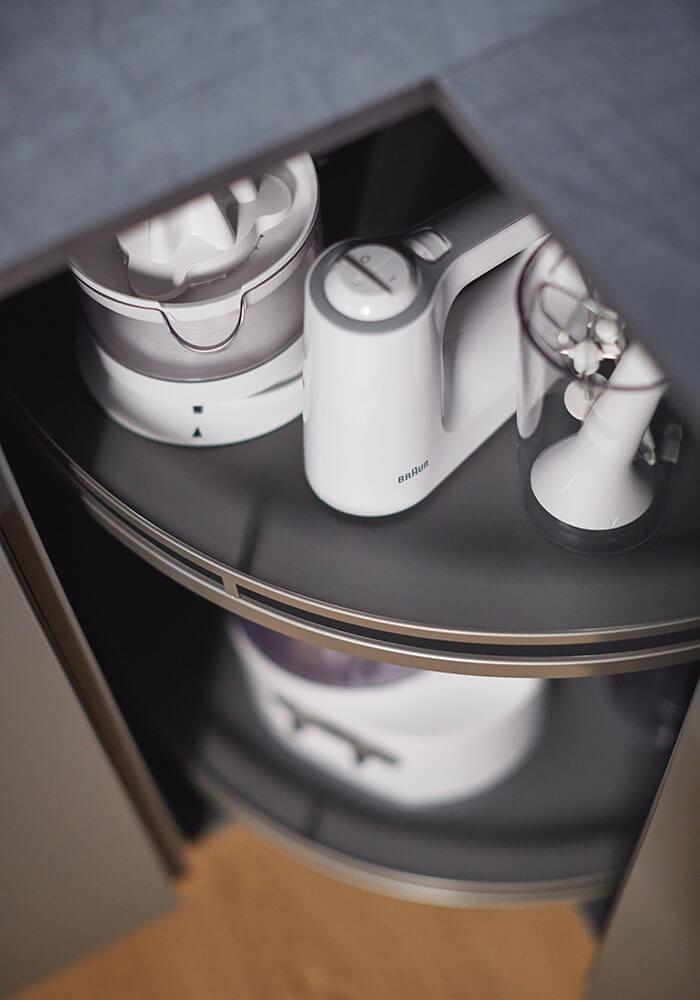 Bild zeigt clvere Stauraumlösung für den Eckschrank