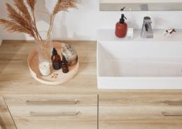 Bad: Bild von oben auf einen eleganten Waschtisch