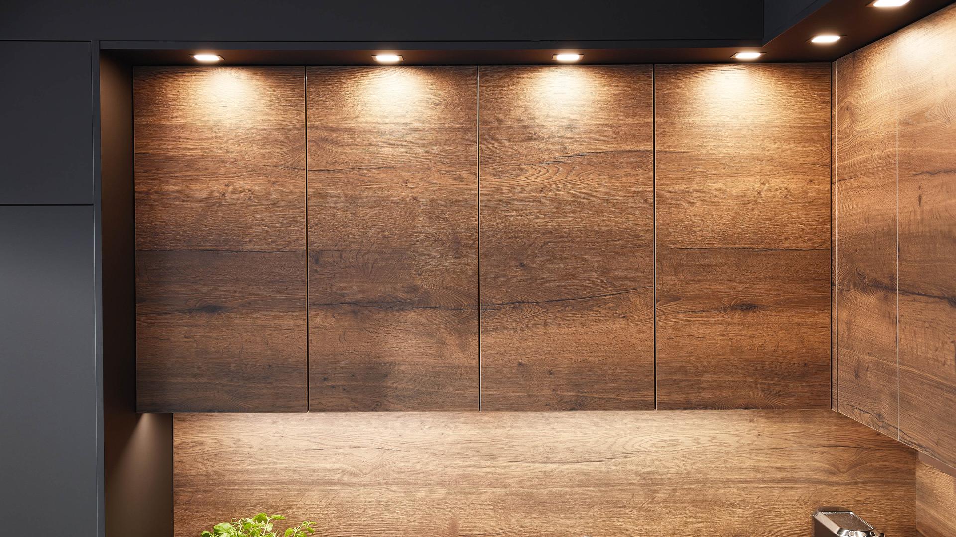 Fronten: Holzdekore mit durchgängiger Maserung