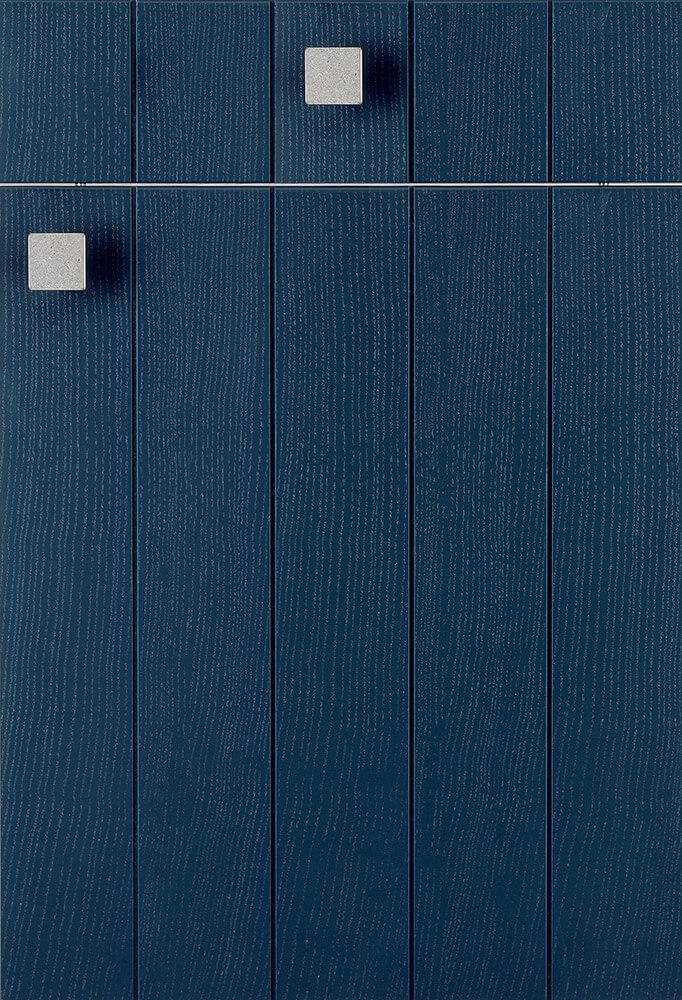Abbildung: Front LETIZIA blau lackiert