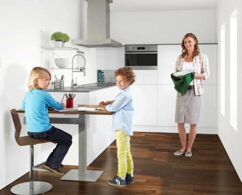Bild: Kinder stehen am ergoAGENT twin