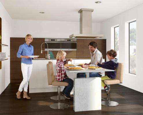 Bild: Familie sitzt am ergoAGENT twin