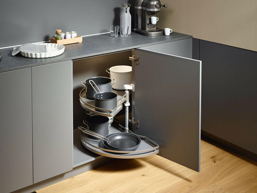 Home Sachsenküchen: Bild zeigt praktische Eckschranklösung